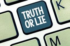 Verità o bugia del testo della scrittura La decisione di significato di concetto fra essere dubbio disonesto onesto di scelta dec immagini stock libere da diritti