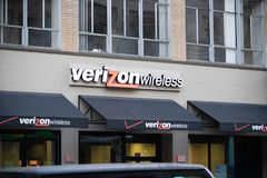 Verizon Wireless lager i i stadens centrum Portland arkivfoton