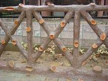 Verja de madera en un parque Imágenes de archivo libres de regalías
