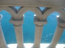 Verja del balcón del castillo de la jerarquía del trago Imagen de archivo