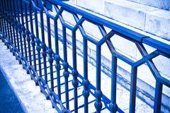 Verja italiana vieja del hierro labrado con los diseños geométricos - entonados foto de archivo