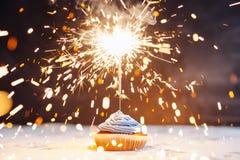 Verjaardag cupcake met een sterretje Stock Afbeeldingen