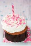 Verjaardag Cupcake met kaars Stock Foto's