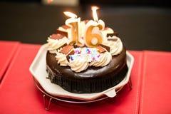 Verjaardagscake 16 moddercake stock afbeeldingen