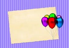 Verjaardagskaart met kleurrijke partijballons en leeg uitstekend document Royalty-vrije Stock Afbeeldingen