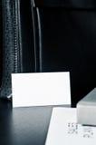 Verkäufe planen mit einer Visitenkarte und einem Luxus auf dem Tisch Stockfotografie