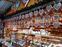 Verkäufe von traditionellen Weihnachtsbonbons auf dem Weihnachtsmarkt Lizenzfreie Stockbilder