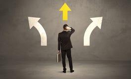 Verkäufer, der die rechte Entscheidung trifft Lizenzfreies Stockbild