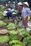 Verkäufer an einem Markt Stockfoto