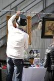 Verkäufer in einer Flohmarkt Stockbilder