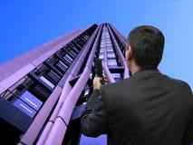 Verkäufer und Mobiltelefon stockfotografie