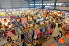 Verkäufer-Verkaufs-Kleidung und Mode-Accessoires Lizenzfreie Stockfotografie