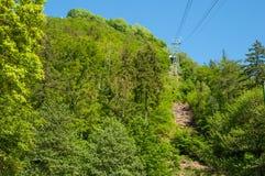 Verkabeln Sie Luftaufzug zur Spitze von Burgberg-Berg Lizenzfreie Stockfotografie