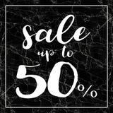 Verkauf bis zu 50 weg vom Zeichen auf Rahmenschwarzmarmor Stockfotos