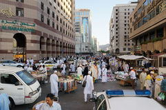 Verkauf in den Medina-Straßen stockbilder