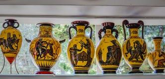 Verkauf an der Ausstellung von keramischen Produkten von modernen Meistern von Griechenland Rhodos, Griechenland stockfotografie