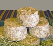 Verkauf des Käses auf einem Markt in Frankreich Stockfotos