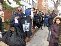Verkauf eines T-Shirts am Begräbnis des Präsidenten der Vereinigten Staaten lizenzfreies stockbild