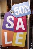 Verkauf kennzeichnet innen Systemfenster Stockfotografie