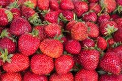 Verkauf von Erdbeeren in den Ostmärkten in der Türkei Lizenzfreie Stockfotos