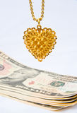 Verkauf von Goldjewelery für Bargeld. Stockbild