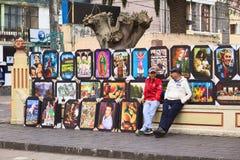 Verkauf von Malereien in Banos, Ecuador lizenzfreies stockfoto