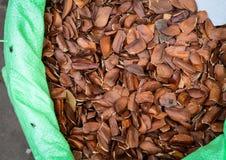 Verkauf von Nüssen und von Trockenfrüchten an einem Basar in Indien Stockfotos