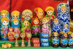 Verkauf von traditionellen russischen Andenken Lizenzfreie Stockfotografie