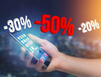 Verkaufsförderung 20% 30% und 50%, das über eine Schnittstelle - Shopp fliegt Stockbilder
