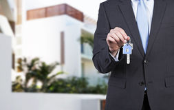 Verkaufskonzept - Hand mit Vergrößerungsglas Stockbild