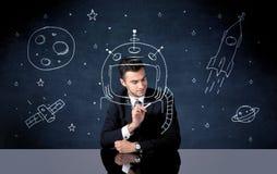Verkaufspersonenzeichnungssturzhelm und -Weltraumrakete Stockfoto