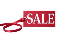 Verkaufspreistag oder -aufkleber mit dem roten Band lokalisiert auf Weiß Lizenzfreie Stockbilder