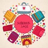 Verkaufsvektor-Sommerhintergrund mit Taschen Lizenzfreies Stockfoto