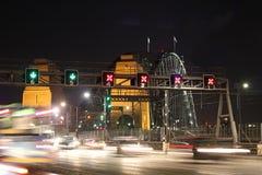 Verkeer aan de Brug van de Haven van Sydney bij nacht Stock Foto