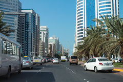 Verkeer Abu Dhabi de V.A.E Royalty-vrije Stock Foto's