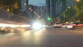 Verkeer in Barcelona als nachtdalingen Hypertijdspanne Sleepeffect Lange Blootstelling stock footage
