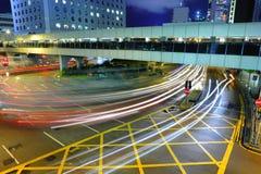 Verkeer in bezige stad Stock Foto's
