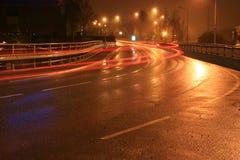Verkeer in de nacht Stock Foto's