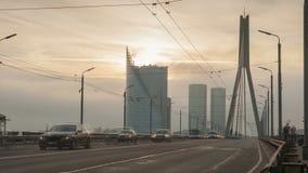 Verkeer in de stad van Riga stock video