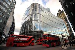 Verkeer de straten van Londen, Engeland Royalty-vrije Stock Afbeeldingen