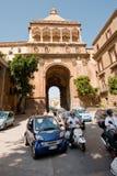 Verkeer dichtbij Porta Nuova, Palermo Stock Fotografie
