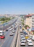 Verkeer die bij weg, Avcilar, Turkije stromen Royalty-vrije Stock Afbeelding