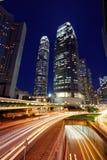 Verkeer door de stad in in Hongkong Stock Foto's