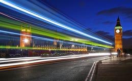 Verkeer door Londen Stock Afbeeldingen
