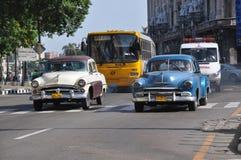 Verkeer en verontreiniging in Havana, Cuba Stock Afbeeldingen