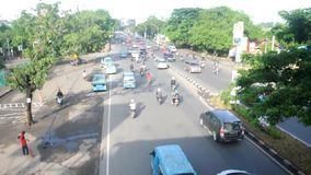 Verkeer in Makassar, Indonesië stock footage