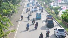 Verkeer in Makassar, Indonesië stock video