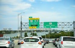 Verkeer in Miami, Florida Stock Foto's