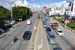 Verkeer op Chiang-Mai Hod-weg Royalty-vrije Stock Afbeelding