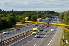 Verkeer op de Britse autosnelweg M5: West Bromwich, Birmingham, het UK royalty-vrije stock foto's